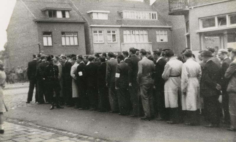 Aanmelding van vrijwilligers voor de Ordedienst op de Caumerweg - Heerlebaan (17-09-1944)