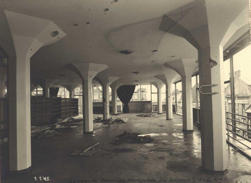In de nacht van 31 december 1944 op 1 januari 1945 werd het Glaspaleis beschadigd door een Duitse bom